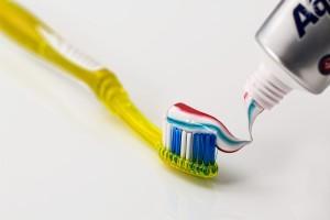 toothbrush-571741_1280